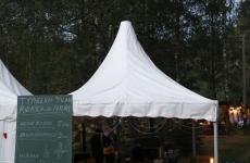 Kontufolk-festivaalilla Joutsenon Konnunsuon juhlaladolla muonituksesta vastaamassa elokuussa 2012.