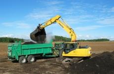 Kompostin kuormausta